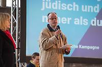 Mit einer Plakat-Kampagne wollen die evangelische und katholische Kirche im Jahr 2021 ein sichtbares Zeichen gegen Antisemitismus setzen. Sie wendet sich insbesondere an die Gemeinden und kirchlichen Einrichtungen. Kernanliegen der Kampagne ist es, die Gemeinsamkeiten zwischen Juden und Christen in den Festen und im religioesen Leben aufzuzeigen, um gegen den zunehmenden Antisemitismus klar Stellung zu beziehen, der auch christliche Wurzeln hat.<br /> Im Bild vlnr.: Pfarrer Dr. Andreas Goetze.<br /> 11.11.2020, Berlin<br /> Copyright: Christian-Ditsch.de