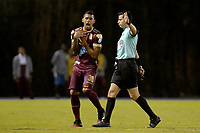 RIONEGRO - COLOMBIA, 14-02-2020: Jorge Guzman, arbitro, recrimina a Yeison Gordillo del Tolima  durante partido por la fecha 5 entre Rionegro Águilas y Deportes Tolima como parte de la Liga BetPlay DIMAYOR I 2020 jugado en el estadio Alberto Grisales de la ciudad de Rionegro. / Jorge Guzman, referee, recriminates to Danovis Banguero of Tolima during Match for the date 5 between Rionegro Aguilas and Deportes Tolima as part BetPlay DIMAYOR League I 2020 played at Alberto Grisales stadium in Rionegro city. Photo: VizzorImage / Leon Monsalve / Cont
