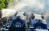 "GERMANY, Hamburg, protest rally ""WELCOME TO HELL"" against G-20 summit in july 2017, police uses water cannon and teargas against autonomous mummed protester of the so called Black Block / DEUTSCHLAND, Hamburg, Fischmarkt, Demo Welcome to Hell gegen den G20 Gipfel in Hamburg, Polizei setzt Wasserwerfer und Traenengas gegen vermummte Linksextremisten des schwarzen Block ein, es fliegen Flaschen"