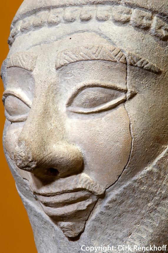 Zypern (Süd), Nationalmuseum in Nicosia (Lefkosia), Figur aus Tamassos aus Kakstein, 550-500 v.Chr.
