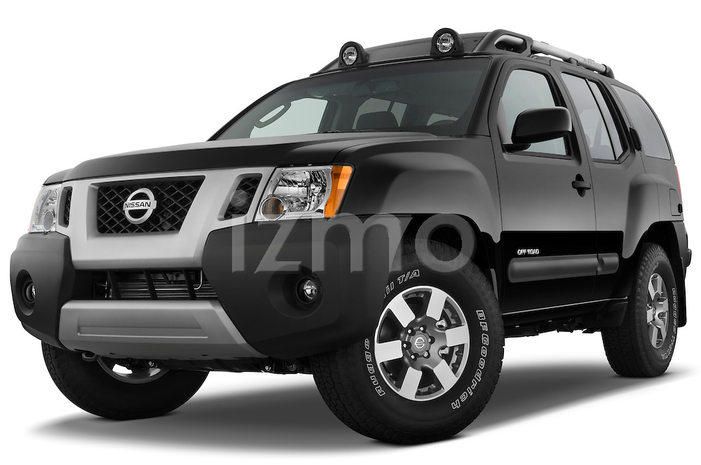 Low aggressive front three quarter view of a 2009 Nissan Xterra Off Road.