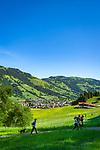 Austria, Tyrol, Westendorf (Tyrol): Hiking Village at Brixen Valley with Hohe Salve mountain, hikers | Oesterreich, Tirol, Westendorf (Tirol): Wanderdorf im Brixental, Wanderer unterwegs auf dem Wohlfuehlpfad