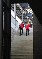 Vollsperrung des Hauptbahnhof Leipzig - 4 Tage Lang rollt kein Zug in den Kopfbahnhof ein oder aus - Zwischen Leipzig Messe und Hauptbahnhof wird ein Schienenersatzverkehr durch die LVB durchgeführt - im Bild: die Lage am Bahnhof Neue Messe - DB-Mitarbeiter im Service.  Foto: Norman Rembarz