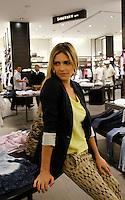 SÃO PAULO,SP,14 DEZEMBRO 2011 - FERNADA LIMA LANÇAMENTO MARCA SIBERIAN  A modelo Fernanda Lima durante no coquetel de inauguração da marca Siberian, na noite desta quarta-feira, 14, no Mooca Plaza Shopping, em São Paulo.FOTO ALE VIANNA - NEWS FREE.