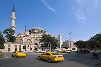 Türkei, Sehzade Camii (Moschee) im Stadtteil Laleli in Istanbul, erbaut im 16. Jh von Sinan