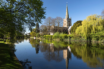 United Kingdom, England, Warwickshire, Stratford-upon-Avon: Holy Trinity Church (Shakespeare's burial place) on the River Avon | Grossbritannien, England, Warwickshire, Stratford-upon-Avon: Holy Trinity Church (Shakespeare's Grabstelle) am Fluss Avon