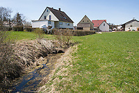 Begradigter und verrohrter Bach, Rohr, Gewässerzerstörung, Begradigung, Bachbegradigung, Flussbegradigung, Naturzerstörung. Straightening, straightened river, stream, regulated river