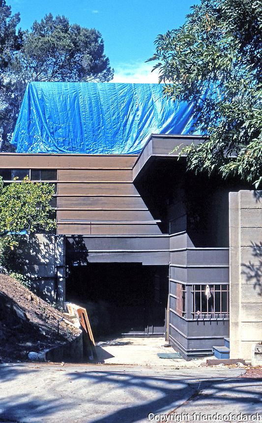 Rudolph Schindler: Howe House, 2422 Silver Ridge 1925. Undergoing restoration--2004.