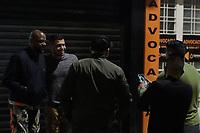 """Campinas (SP), 08/07/2021 - Cidades - Ator Andre Ramiro atende fãs.  A cidade de Campinas (SP) foi cenário para a gravação de cenas do filme brasileiro """"Tração"""", na madrugada desta quinta-feira (08), para minimizar os impactos ao trânsito. O longa-metragem de ação do ator e diretor André Luís Camargo é sobre o universo das competições sobre duas rodas (motos). O elenco conta com nomes como Marcos Pasquim, Nelson Freitas, Mauricio Meirelles, André Ramiro, Paola Rodrigues, Bruna Altieri, entre outros. O lançamento está previsto para 2021."""