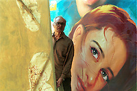 INDIA Mumbai Bombay, studio Ellora Arts is painting large cinema wall posters as advertise of Bollywood movies at cinema, artist and owner O.M. Mistry / INDIEN Mumbai Bombay, Atelier Ellora Arts malt grosse Kinoplakate fuer Bollywood Filme, Inhaber und Künstler O.M. Mistry
