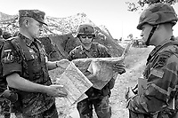 - Esercitazione NATO AMF (Allied Mobile Force) in Puglia, maggio 1993; ufficiale tedesco con due ufficiali americani dell'US Army<br /> <br /> - NATO AMF (Allied Mobile Force) exercise in Puglia, May 1993; German officer with two US Army officers