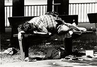 Sans-abris au centre ville, circa 1988<br /> <br /> PHOTO :  Agence Quebec Presse