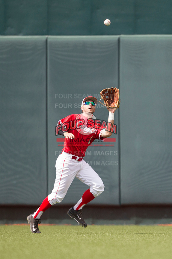 Houston Cougars outfielder Landon Appling (1) runs to make a catch during the NCAA baseball game against the Texas Longhorns on June 6, 2014 at UFCU Disch–Falk Field in Austin, Texas. The Longhorns defeated the Cougars 4-2 in Game 1 of the NCAA Super Regional. (Andrew Woolley/Four Seam Images)