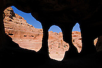 JORDAN, UNESCO world heritage archaeological site Petra, originally known as Raqmu to the Nabataeans, cave in sand stone / JORDANIEN, historische Nabataeer Stadt Petra, Hoehle im Sandstein