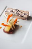 urope/France/Bretagne/56/Morbihan/Vannes: Foie gras de canard, marbré aux sucs de vin rouge, figues en chutney, pomme épicée, recette d' Olivier Samson restaurant La Gourmandière  au lieu dit Poignant