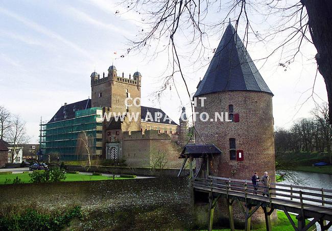 `s Heerenbergh, 041200  Foto: Koos Groenewold/ APA<br />Op dit moment staat het kasteel in de steigers
