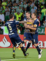 MEDELLÍN - COLOMBIA - 19-05-2016: Los jugadores de Rosario Central, celebran el gol anotado a Atletico Nacional, durante partido de vuelta entre Atletico Nacional de Colombia y Rosario Central de Argentina, partido de cuartos de final, de la Copa Bridgestone Libertadores 2016 jugado en el estadio Atanasio Girardot de la ciudad de Medellín. / The players of Rosario Central, celebrate a goal scored to Atletico Nacional during a match between Atletico Nacional of Colombia and Rosario Central of Argentina, for the second leg for de quarter of final, for the Copa Bridgestone  Libertadores 2016 at Atanasio Girardot in Medellin city / Photo: VizzorImage / Leon Monsalve / Cont.