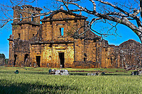 Ruinas do Sitio Arqueologico Sao Miguel das Missoes. Rio Grande do Sul. 2009. Foto de Andre Arcenio.