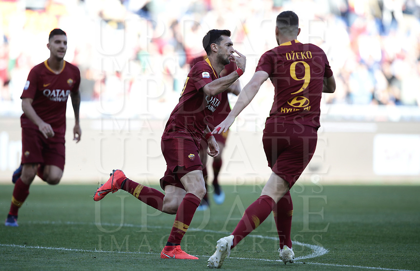 Football, Serie A: AS Roma - Cagliari, Olympic stadium, Rome, April 27, 2019. <br /> Roma's Javier Pastore (c) celebrates after scoring with his teammates during the Italian Serie A football match between AS Roma and Cagliari, on April 27, 2019. <br /> UPDATE IMAGES PRESS/Isabella Bonotto