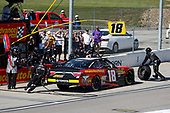 #18: Riley Herbst, Joe Gibbs Racing, Toyota Camry Advance Auto Parts pit stop