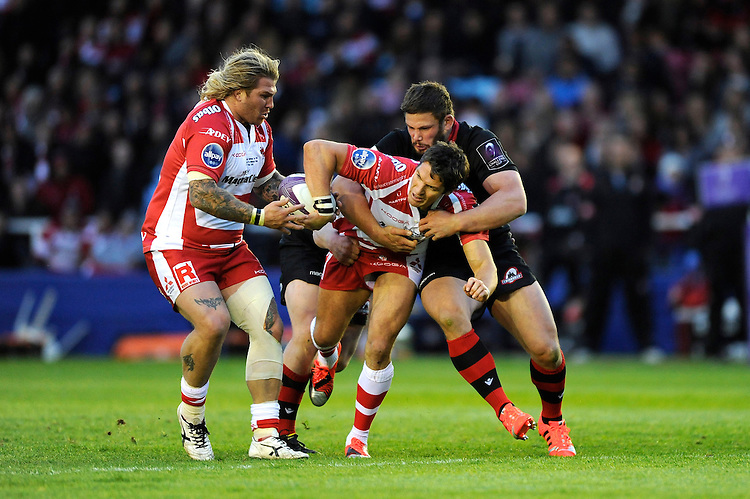 James Hook of Gloucester Rugby offloads to Richard Hibbard of Gloucester Rugby as he is tackled by Ross Ford of Edinburgh Rugby