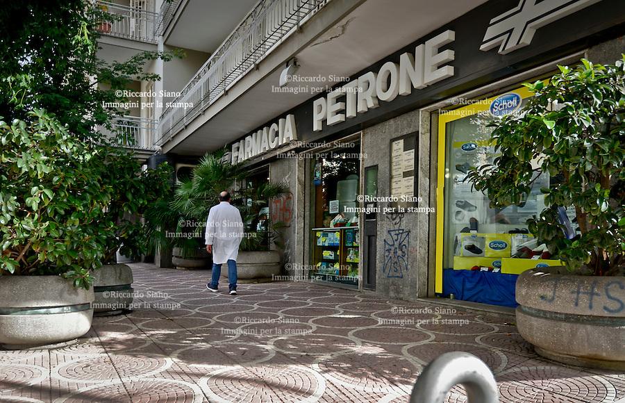 - NAPOLI 3 NOV 2014 - La farmacia di  Massimo Petrone a Pianura