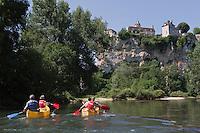 Europe/Europe/France/Midi-Pyrénées/46/Lot/Creysse: Descente de la vallée de la Dordogne en canoé, devant le Château de Belcastel [Autorisation : 2011-101] [Autorisation : 2011-102] [Autorisation : 2011-103] [Autorisation : 2011-104] [Autorisation : 2011-105]