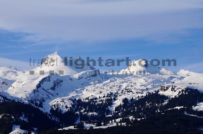 Schweizer Berge, Alvier Kette, im Rheintal des Kanton St. Gallen von Schaan aus gesehen. Swiss mountains Alvier masif in the Rhine Valley seen from Schaan, Liechtenstein. Fulfirst 2384m