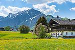 Austria, Tyrol, Pertisau at Achen Lake: old Tyrolean farmhouse and village church with Karwendel mountains | Oesterreich, Tirol, Pertisau am Achensee: alter Tiroler Bauerhof und Dorfkirche vorm Karwendelgebirge
