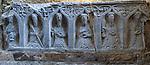 Ireland, County Kilkenny, Near Thomastown: Tomb carvings inside 12th century Cistercian Romanesque church | Irland, County Kilkenny, bei Thomastown: Grabschnitzereien innerhalb einer Zisterzienserkirche aus dem 12. Jahrhundert