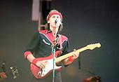 DIRE STRAITS - MARK KNOPFLER PERFORMING  AT LIVE AID , WEMBLEY STADIUM, LONDON, ENGLAND  1985