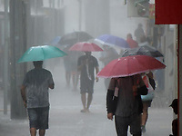 Refice (PE), 13/05/2021 - Clima-Recife - Chuvas fortes nas RMR nesta quinta-feira (13) alagam vias, cria transtornos no centro do Recife e devem continuar até o anoitecer, segundo Agência Pernambucana de Águas e Clima (Apac).