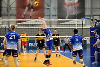 24-04-2021: Volleybal: Amysoft Lycurgus v Draisma Dynamo: Groningen Lycurgus speler Dennis Borst geeft een achterwaartse setup
