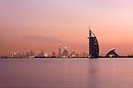 United Arab Emirates, Dubai: Sunrise over Burj Al Arab, Burj Khalifa and Dubai skyline | Vereinigte Arabische Emirate, Dubai: Sonnenaufgang und Skyline mit dem Burj al Arab und dem Burj Khalifa