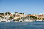 France, Provence-Alpes-Côte d'Azur, Saint-Tropez: holiday resort with marina at the northern shore of the Gulf of Saint-Tropez   Frankreich, Provence-Alpes-Côte d'Azur, Sainte-Maxime: Urlaubsort mit Yachthafen im Golf von Saint-Tropez