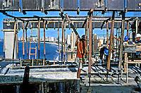 Trabalho de construção de prédio. Fortaleza. Ceará. 1999. Foto de Ricardo Azoury.