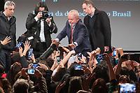 """Der ehemalige Praesident Brasiliens, Luiz Inacio Lula da Silva sprach am Dienstag den 10. Maerz 2020 in Berlin auf einer Veranstaltung der Friedrich Ebert Stiftung und der Gewerkschaft IG Metall vor ca. 600 Menschen. <br /> Sein Thema war """"Verteidigung der Demokratie in Brasilien"""".<br /> Im Bild: Veranstaltungsteilnehmer bejubeln den ehemaligen Praesidenten.<br /> 10.3.2020, Berlin<br /> Copyright: Christian-Ditsch.de<br /> [NUR FUER REDAKTIONELLE ZWECKE! Werbung nur auf Anfrage beim Fotografen. Inhaltsveraendernde Manipulation des Fotos nur nach ausdruecklicher Genehmigung des Fotografen. Vereinbarungen ueber Abtretung von Persoenlichkeitsrechten/Model Release der abgebildeten Person/Personen liegen nicht vor. NO MODEL RELEASE! Don't publish without copyright Christian-Ditsch.de, Veroeffentlichung nur mit Fotografennennung, sowie gegen Honorar, MwSt. und Beleg. Konto: I N G - D i B a, IBAN DE58500105175400192269, BIC INGDDEFFXXX, Kontakt: post@christian-ditsch.de<br /> Bei der Bearbeitung der Dateiinformationen darf die Urheberkennzeichnung in den EXIF- und  IPTC-Daten nicht entfernt werden, diese sind in digitalen Medien nach §95c UrhG rechtlich geschuetzt. Der Urhebervermerk wird gemaess §13 UrhG verlangt.]"""