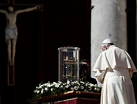 Pope Francis prays in front of the relics of St Vincent de Paul during an audience to the Vincentian family on the 400th centenary of the Vincentian Charism in St Peters square at the Vatican on October 14, 2017.<br /> UPDATE IMAGES PRESS/Isabella Bonotto<br /> <br /> STRICTLY ONLY FOR EDITORIAL USE