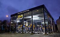 Nederland  Amsterdam   2021.    Amsterdam West.  Station Amsterdam Lelylaan. OV fietsen staan in een afgesloten ruimte.    Foto Berlinda van Dam / HH / ANP.