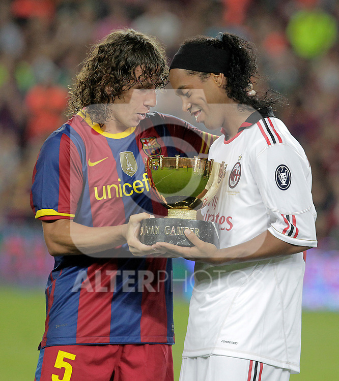 FC Barcelona's Carles Puyol (l) and Milan's Ronaldinho after Joan Gamper Trophy. August 25,2010. (ALTERPHOTOS/Acero)