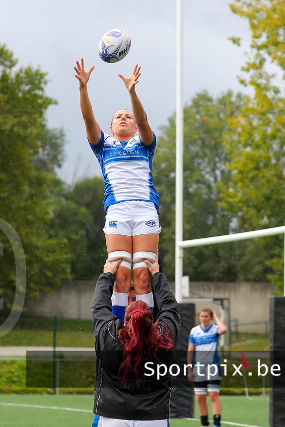 20190928 - Neder Over Hembeek, BELGIUM : AAC Amsterdam's player is pictured during a line out in the warm up before the female rugby match between the Dendermonde RC Women  and AAC Amsterdam Rugby Women, this is the final of the BeNeCup  on Saturday 28th September 2019 at the Nelson Mandela Stadium , Belgium. PHOTO SPORTPIX.BE | SEVIL OKTEM