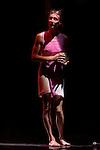 Augeraumtes Herz.Choregraphie : Claudia Gradinger.Avec : .Claudia Gradinger.Jean Gaudin.Theatre de l'Etoile du Nord.Paris.Le 20 mai 2008..© Laurent Paillier / www.photosdedanse.com