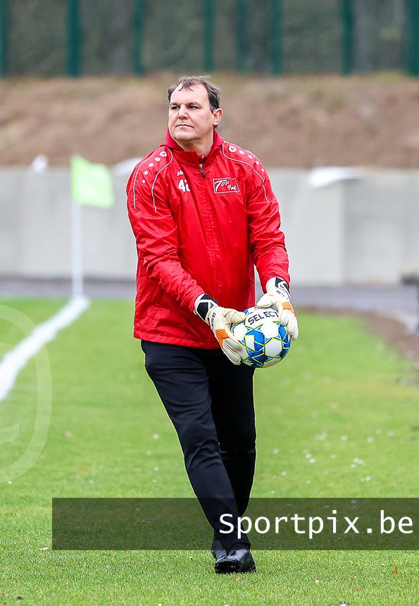 Goalkeeper coach Frank Verwimp (Woluwe) pictured during the warm up before a female soccer game between FC Femina White Star Woluwe and Sporting Charleroi on the 10 th matchday of the 2020 - 2021 season of Belgian Scooore Womens Super League , Saturday 19 th of December 2020  in Woluwe , Belgium . PHOTO SPORTPIX.BE | SPP | SEVIL OKTEM