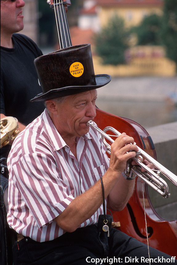 Tschechien, Prag, Musiker auf der Karlsbruecke (Karlov Most).