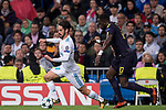 Isco Alarcon of Real Madrid (L) fights for the ball with Moussa Sissoko of Tottenham Hotspur FC (R) during the UEFA Champions League 2017-18 match between Real Madrid and Tottenham Hotspur FC at Estadio Santiago Bernabeu on 17 October 2017 in Madrid, Spain. Photo by Diego Gonzalez / Power Sport Images