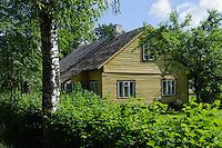 Holzhaus bei  Raudone Pilis, Litauen, Europa
