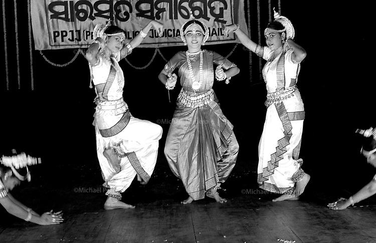 11.2003 Bhubaneswar (Orissa)<br /> <br /> Show of Odissi dance (traditional dance of Orissa).<br /> <br /> Spectacle de danse Odissi(danse traditionnelle de l'Orissa)