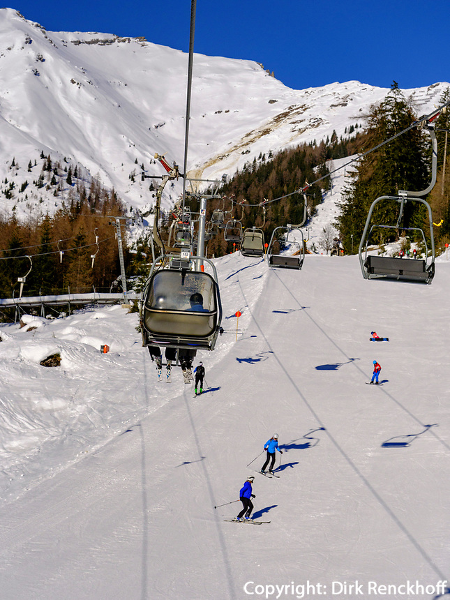 Seilbahn und Piste zur Mittelstation, Ski-Gebiet Hochimst bei Imst, Tirol, Österreich, Europa