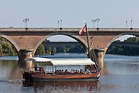 Europe/France/Aquitaine/24/Dordogne/Bergerac: Une gabare touristique sur la Dordogne