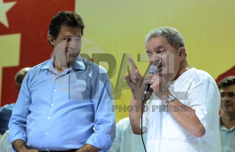 ATENÇÃO EDITOR: FOTO EMBARGADA PARA VEÍCULOS INTERNACIONAIS. SAO PAULO, 11 DE SETEMBRO DE 2012 - ELEICOES 2012 HADDAD - Candidato Fernando Haddad e o ex presidente Lula durante Plenaria com Sindicalistas, na quadra dos bancarios, regiao central da capital na tarde desta terca feira. FOTO: ALEXANDRE MOREIRA - BRAZIL PHOTO PRESS